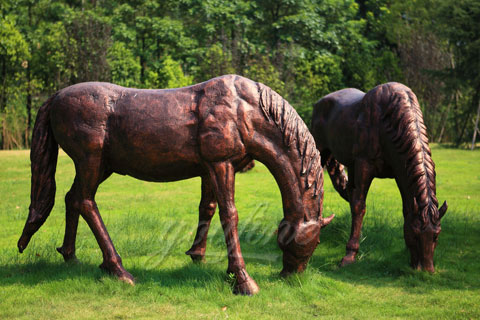 Factory life size bronze eating grass standing horse sculptures for sale