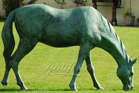 Outdoor life size bronze eating grass standing horse sculptures for garden